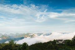 Den maximala vinden runt om molnen Royaltyfria Bilder