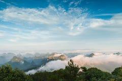 Den maximala vinden runt om molnen Arkivbilder