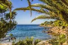 Den medelhavs- kusten Royaltyfri Fotografi