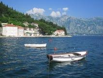 Den medelhavs- staden - Perast, Montenegro - lagerföra bilden Arkivbilder