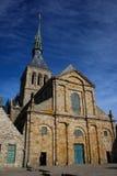 Den medeltida abbotskloster av Saint Michel i brittiska Frankrike Detaljer av templen inom staden fotografering för bildbyråer