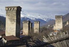 Den medeltida byn av Mestia i Svaneti, Georgia UNESCOvärld Arkivbilder