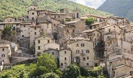 Den medeltida byn av Scanno Arkivfoton