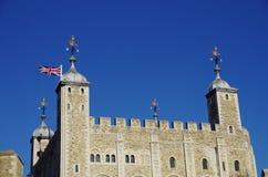 Den medeltida fästningen av tornet av London Royaltyfri Bild