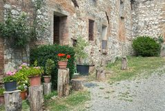 Den medeltida gamla väggen i Tuscany, Italien Fotografering för Bildbyråer