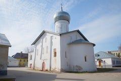 Den medeltida kyrkan av Nikola White byggde i 1312-1313, den april dagen novgorod veliky russia Royaltyfria Foton