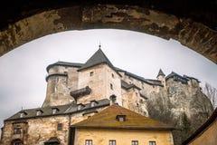 Den medeltida Orava slotten, Slovakien arkivbild