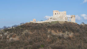 Den medeltida slotten av Csesznek Arkivfoton