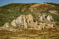 Den medeltida slotten av Loarre över vaggar mot berg Royaltyfria Bilder