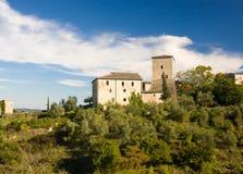 Den medeltida slotten i Stigliano nära Siena, Tuscany, Italien Royaltyfri Bild