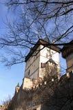 Den medeltida slotten, torn för TjeckienPrague sikt Royaltyfri Foto
