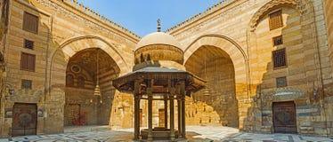 Den medeltida tvagningspringbrunnen Royaltyfri Foto