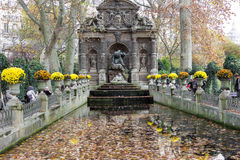 Den Medici springbrunnen, Paris, Frankrike royaltyfria bilder