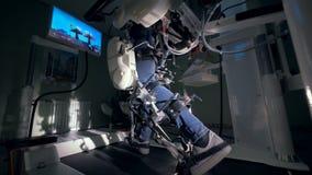 Den medicinska lättheten med ett ortopediskt komplex som används för återställande, lägger benen på ryggen `-rörlighet lager videofilmer