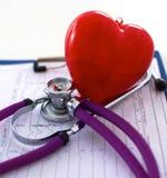 Den medicinska stetoskopet ligger på den tålmodiga medicinska historien för ` s Medicinskt hjälp- eller försäkringbegrepp Royaltyfria Bilder
