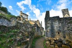 Den Medival slotten fördärvar i Dordognen royaltyfri bild