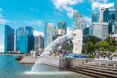 Den Merlion springbrunnen i Singapore arkivfoton