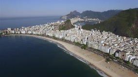 Den mest berömda stranden i världen Underbar stad Paradis av världen Copacabana strand i det Copacabana området, Rio de Janeiro arkivfilmer