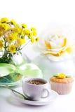 den mest breakfest caken blommar teayellow Arkivbild
