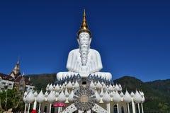 Den mest härliga Buddhastatyn på Phetchaboon Royaltyfria Bilder