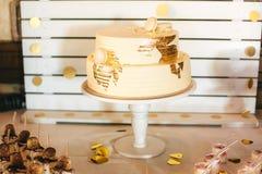 Den mest härliga och mest läckra kakan Bröllop födelsedag Möhippa arkivfoto