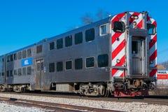 Den Metra pendeltåget ankommer i Mokena från Chicago Arkivfoton