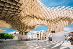 Den Metropol slags solskydd är en trästrukturen lokaliserade Plaza de la Encar Arkivbild