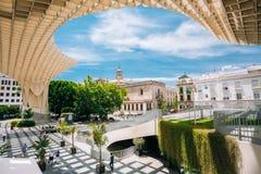 Den Metropol slags solskydd är en trästrukturen lokaliserade Plaza de la Encar Royaltyfri Bild