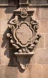 Den mexicanska dekorativa koloniala ramen sned på en kolonn royaltyfri fotografi
