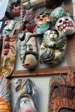 Den mexicanska färgrika handen målade skalleskelettet, maskeringar av djur, den dias de los muertos dagen av döddödaen arkivbild