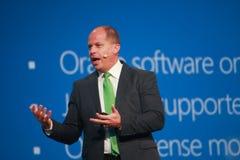 Den Microsoft vicepresidentet Brad Anderson gör anförande på den Oracle OpenWorld konferensen arkivfoto