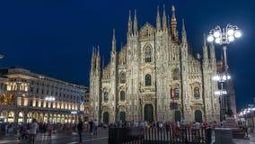 Den Milan Cathedral dagen till di Milano för natttimelapseduomoen är den gotiska domkyrkakyrkan av Milan, Italien stock video