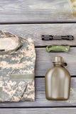 Den militära tillbehörordningslägenheten lägger arkivfoton