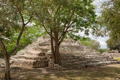 Den mindre pyramiden på den arkeologiska Edznaen parkerar Arkivbilder