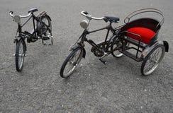 Den mini- cykeln och trishaw modellerar för gåva på Medan Indonesien Fotografering för Bildbyråer