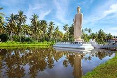 Den minnes- statyn för berömd tsunami som lokaliseras i den Peraliya byn, bredvid Hikkaduwa, Sri Lanka royaltyfri bild