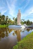 Den minnes- statyn för berömd tsunami som lokaliseras i den Peraliya byn, bredvid Hikkaduwa, Sri Lanka fotografering för bildbyråer