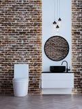 Den minsta badruminredesignen och tegelstenväggen mönstrar bakgrunds- och havssikt Royaltyfria Foton
