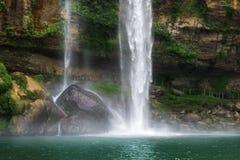 Den Misol mummelvattenfallet Royaltyfri Fotografi