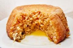 Den mjuka fokusen av smakliga bakade strikt vegetarianris bombarderar med ris och pumpa - italienskt traditionellt recept Arkivfoto