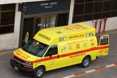 Den mobila intensivvårdenhetsambulansen ankom på traumaavsnittet Arkivbild
