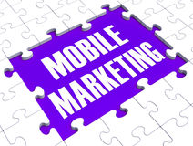 Den mobila marknadsföringen visar online-kommers stock illustrationer