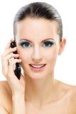 den mobila telefonen talar kvinnan Royaltyfri Fotografi