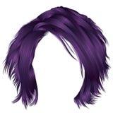 Den moderiktiga kvinnan rufsade till purpurfärgade färger för hår Skönhetmode Royaltyfri Fotografi