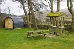 Den moderna campa fröskidan på plats och ordnar till för bruk på Meelmoren, loge somfaciliteter centrerar på hare`en s Gap i de M royaltyfri fotografi