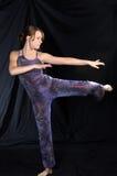 den moderna dansare poserar standing Arkivfoto