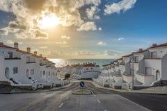 Den moderna gatan Joinal av staden av Ericeira arkivfoto