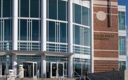 Den moderna Klamath County domstolsbyggnaden i Klamath faller Oregon Royaltyfri Bild