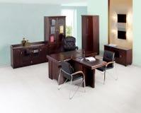 Den moderna kontorsinre frigör av folk Royaltyfria Bilder