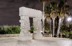 Den moderna moderna skulpturen & x22en; Staty av Faith& x22; i Gan HaPisga Summit Garden Royaltyfria Bilder
